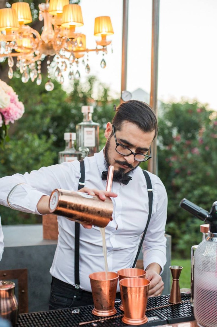 hire a cocktail bar  at home