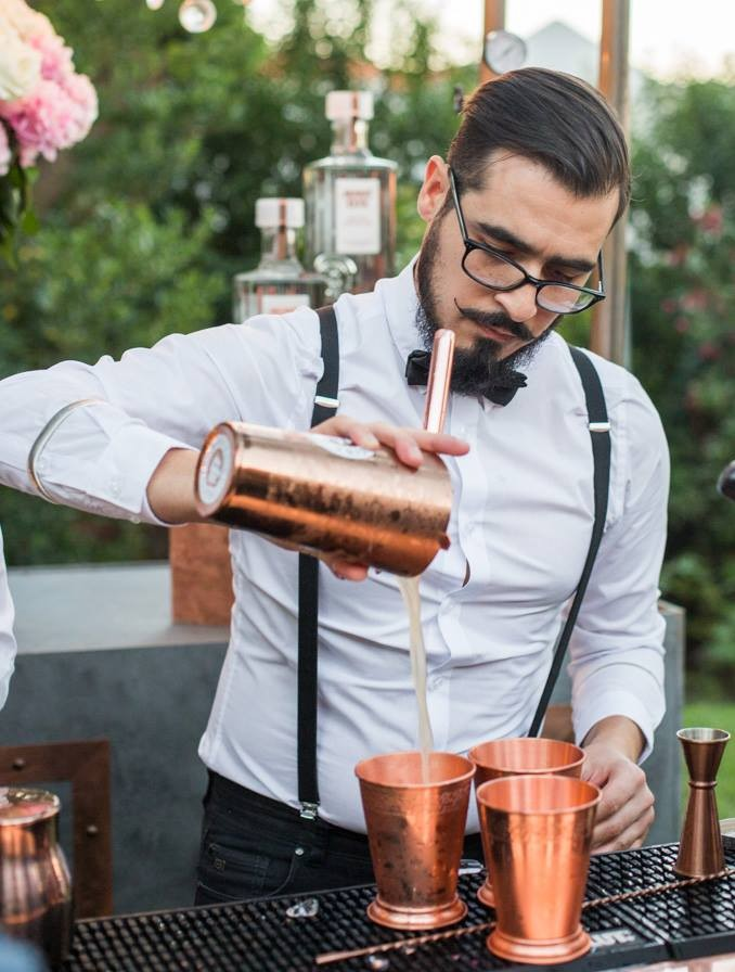 hire a mixologist for parties at home