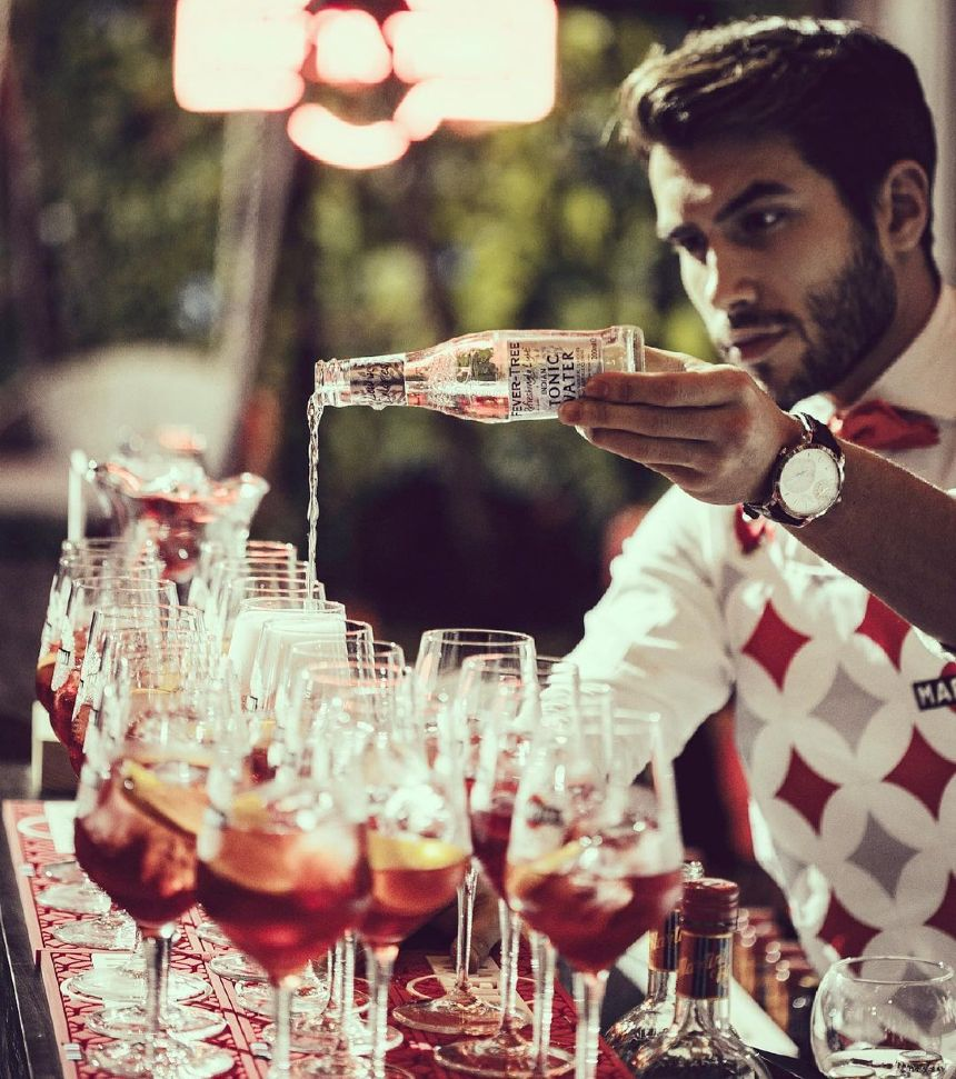 hire mixologists for party